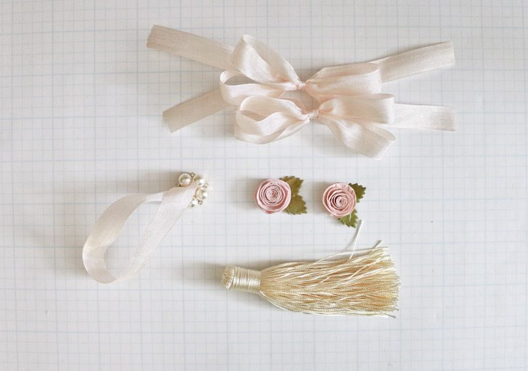Becca Feeken with www.amazingpapergrace.com shares a die cut ornament with Tiered Multiloop Bows.